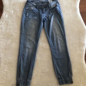 Guess Light Wash Cuffed Bottom Denim Cropped Jeans